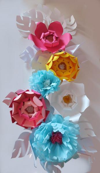 création de fleurs en papier de soie