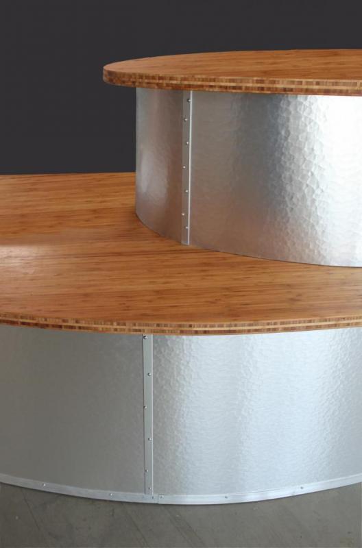 detail-comptoir-d-accueil-bambou-et-metal-martele.jpg