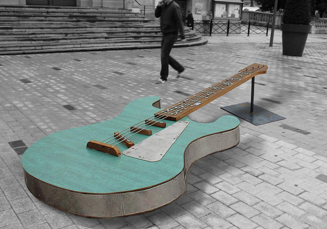 Guitare geante