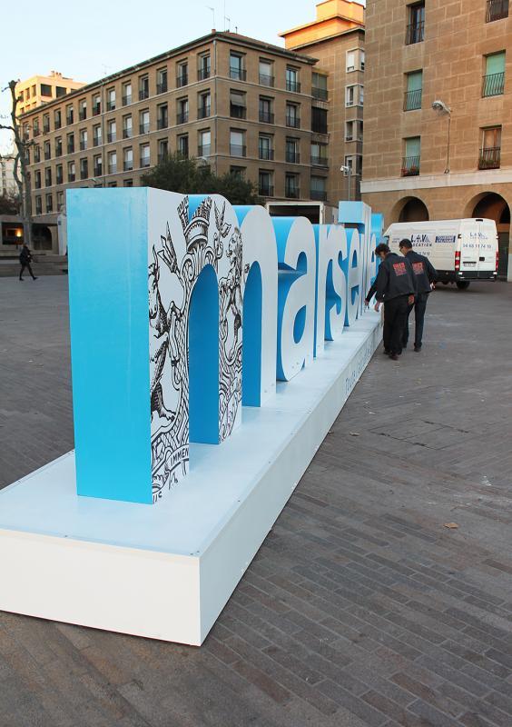 Marseille lettres geantes