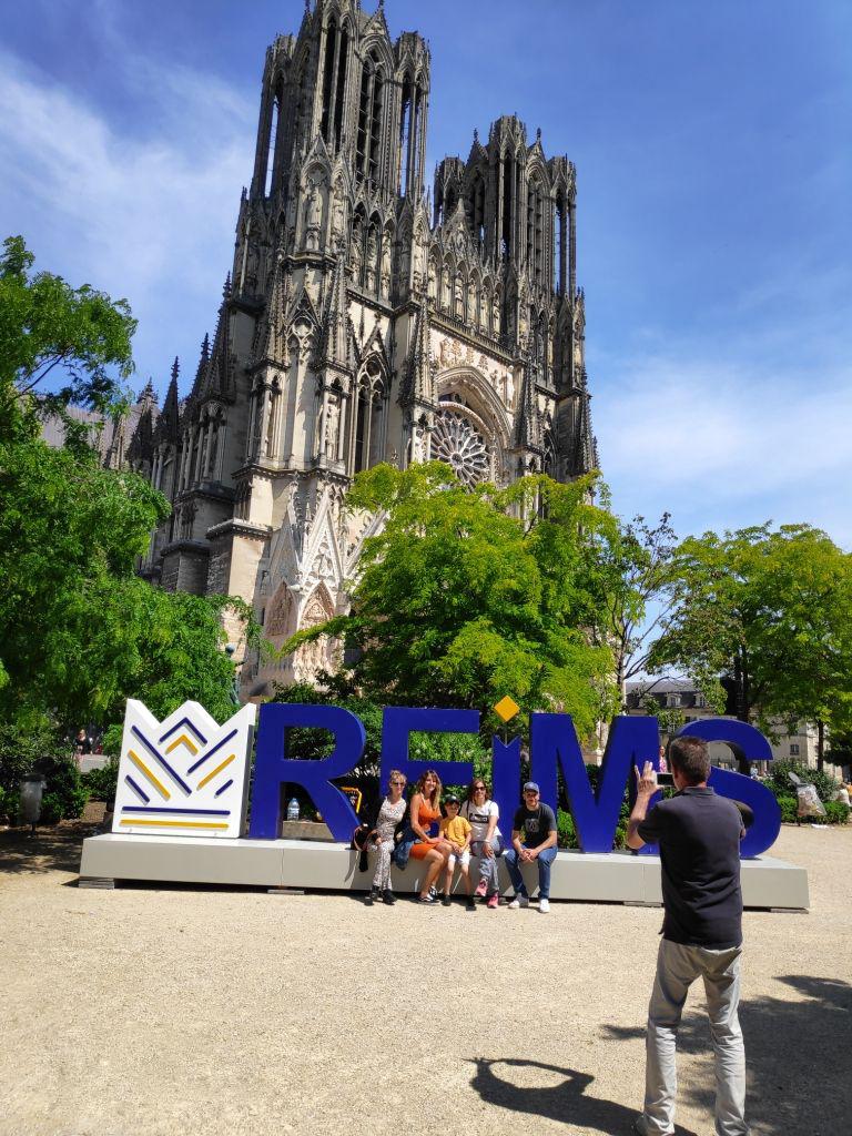 Cathédrale de Reims : des lettres géantes par c2kcrea